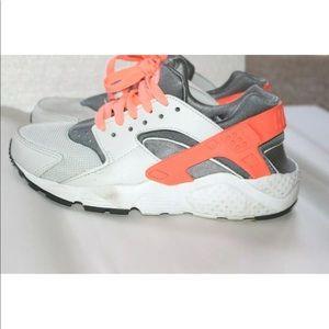 Nike HURACHE RUN GS Sneakers Girls Size 4Y